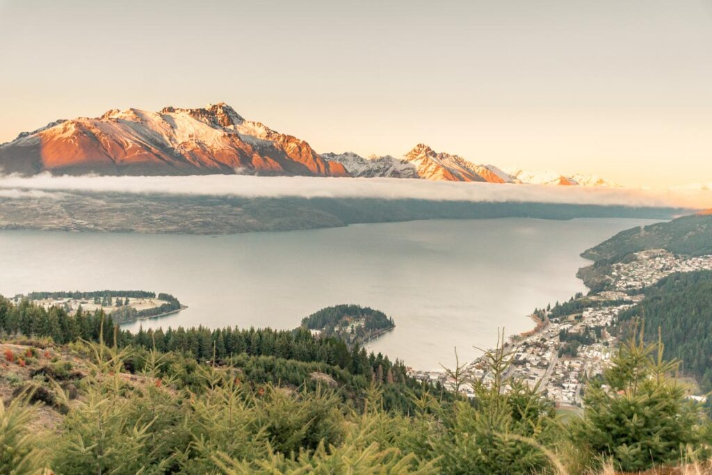 view of lake wakatipu from queenstown hill