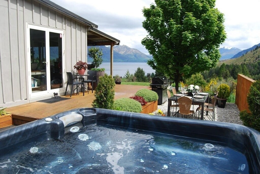 holiday rental cottage with hot tub in Queenstown new zealand