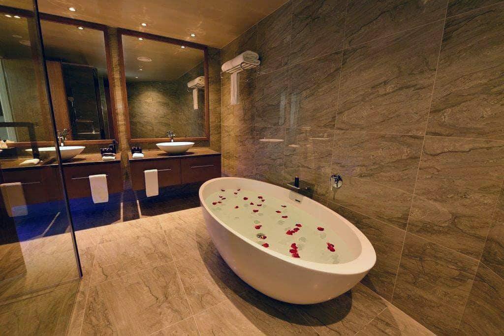 bathroom in the Distinction Dunedein Hotel