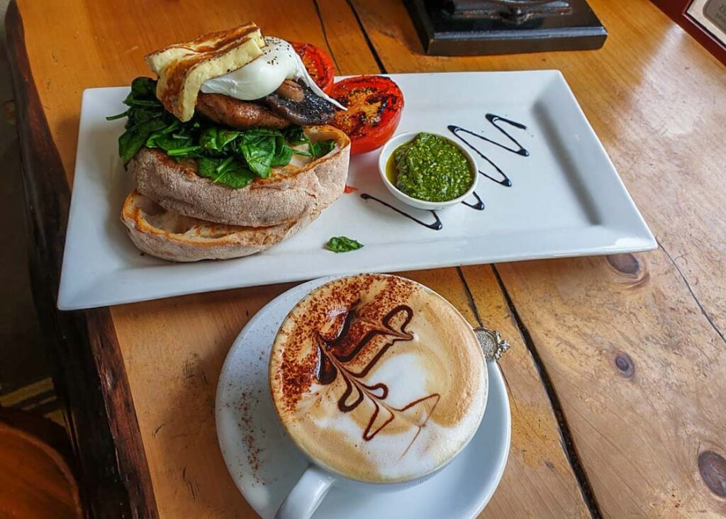 A coffee and breakfast at the Sandfly Cafe, Te Anau
